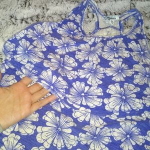 Old Navy top size M for girls